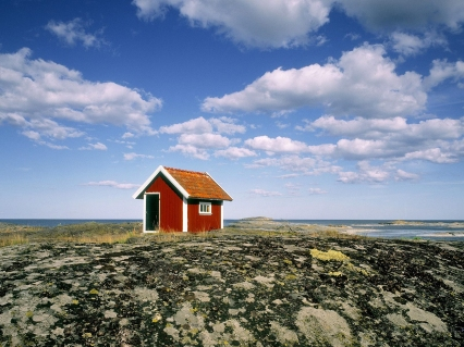 Small hut at the coastline of the Baltic Sea in Sweden